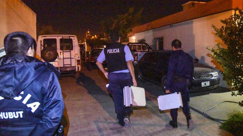 El Audi blindado estaba estacionado en el frente del domicilio de la calle Olavarría.