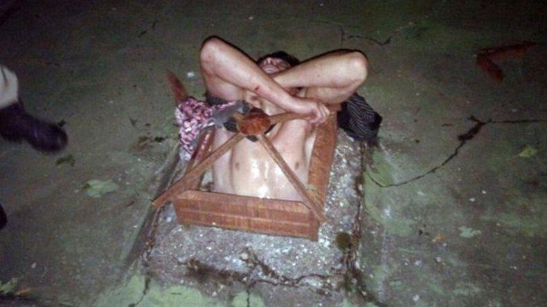 Un ladrón quedó atrapado en un ventiluz