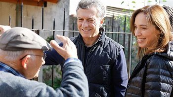 Macri y Vidal sonríen para la foto entre vecinos amigables.