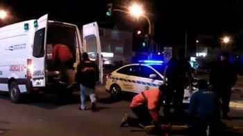 Un equipo de emergencias del Hospital Zonal trasladó al policía herido a la guardia de ese centro asistencial. Más tarde fue sometido a una intervención quirúrgica.