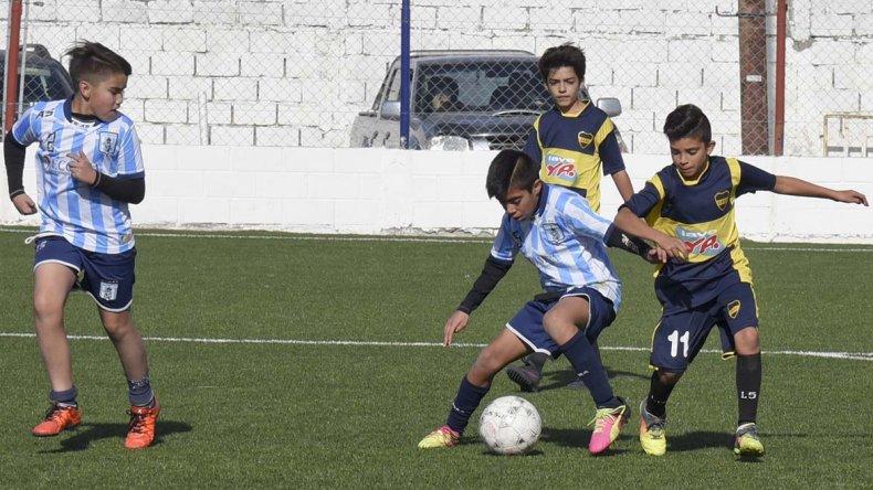 Militos Comodoro y Talleres Juniors en acción.