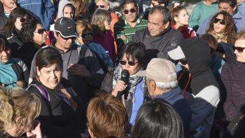 mas de un centenar de habitantes del pueyrredon se reunieron para exigir que se intensifique la limpieza