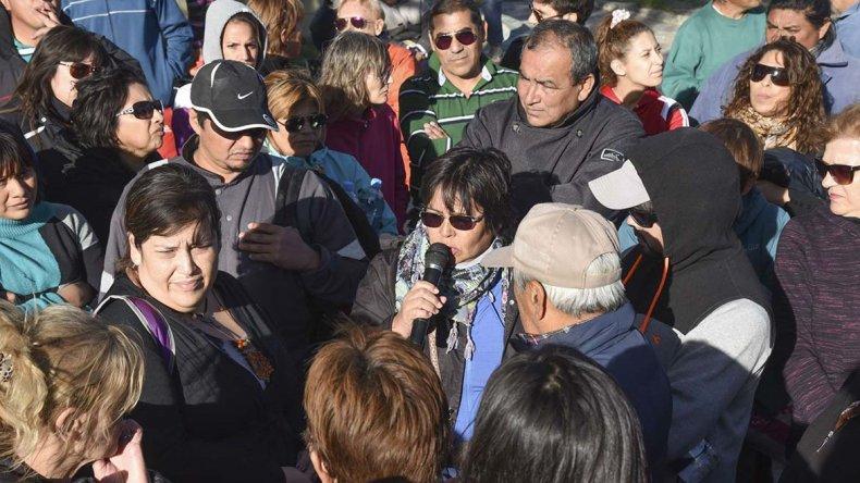 Más de un centenar de habitantes del Pueyrredón se reunieron para exigir que se intensifique la limpieza