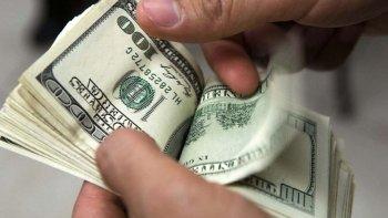 el dolar desciende dos centavos a $ 17,60