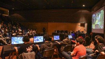 La convención de videojuegos y tecnología volvió a colmar las instalaciones del Centro Cultural. En el auditorio se realizó el primer torneo de League of Legends de esta ciudad.
