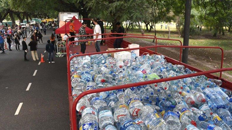Los asistentes al espectáculo donaron productos que permitieron cargar un total de cuatro camiones.