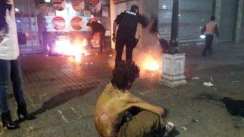 mendoza: prendieron fuego a un hombre que dormia en la calle