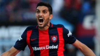 Nicolás Blandi intentará esta noche aportar su cuota de gol a un San Lorenzo que necesita ganar.