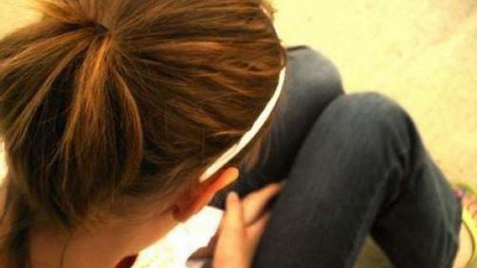 Manoseó a una adolescente en su propia casa