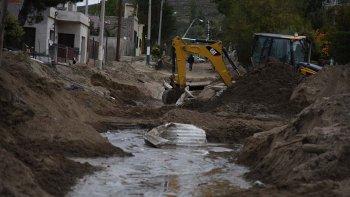 Los vecinos de la calle Cuba temen que los trabajos que se realizan en el sector sean un arma de doble filo en caso de que se produzca otra intensa lluvia.