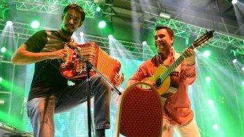 mas de 30 artistas de folclore se reunen en un festival solidario