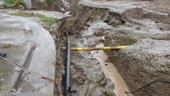 El intendente Linares recordó que las prioridades son poner en condiciones todo el sistema de redes de cloaca y agua; la reparación y reconstrucción de 300 cuadras de asfalto y el regreso a un hogar digno para los damnificados.
