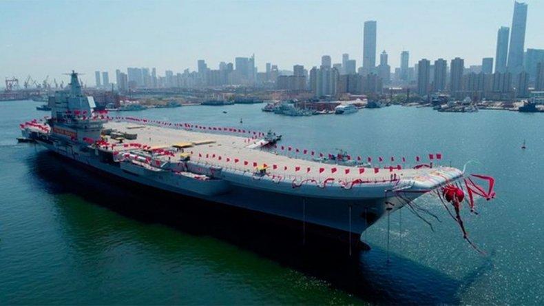 China presentó su primer portaaviones