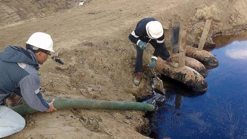 Avanza la remediación de derrames en Caleta Córdova y Kilómetro 17