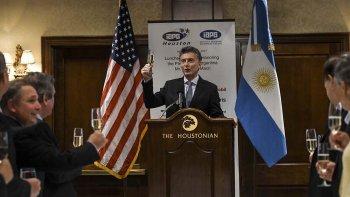 El presidente Macri habla durante la reunión con empresarios petroleros.