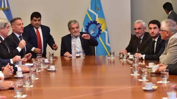 El gobernador Mario Das Neves encabezó en Rawson la presentación del proyecto de ley.