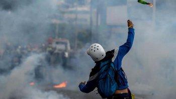 Venezuela rompe con la OEA en medio de protestas a favor y en contra del Gobierno.