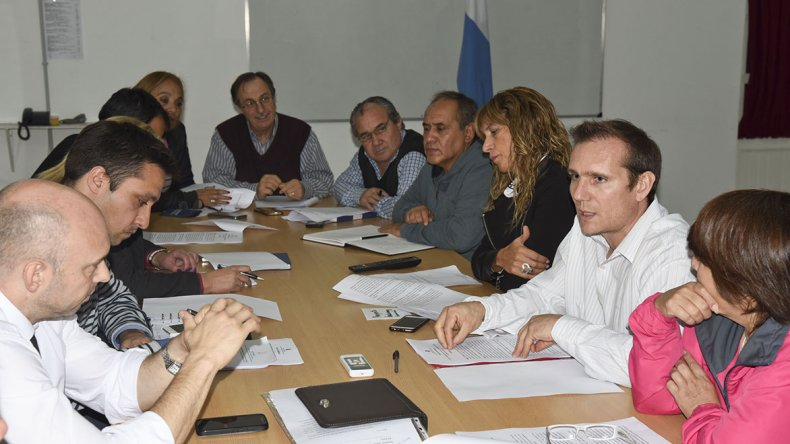 La reunión de comisión que ayer mantuvieron los concejales con funcionarios del Ejecutivo municipal.