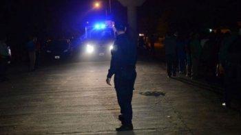 asesinaron a una mujer y encontraron a su hija de 4 anos llorando al lado del cuerpo