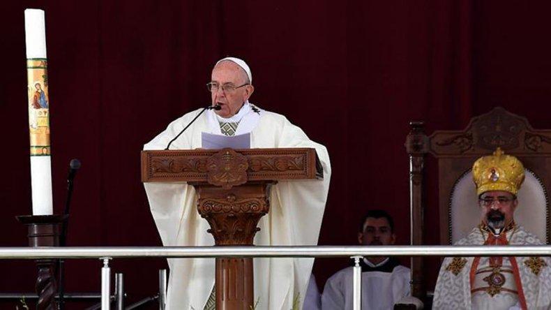 Francisco ofreció una misa ante unos 20 mil fieles.