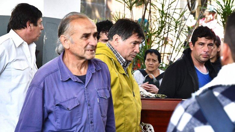 Familiares y vecinos despidieron los restos de Araceli en el cementerio de San Martín.