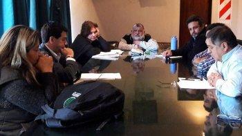 Funcionarios del Departamento Ejecutivo y dirigentes de tres gremios que representan a trabajadores municipales de Pico Truncado acordaron un ajuste salarial.
