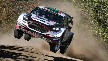 El británico Elfyn Evans, con su Ford Fiesta RC WRC, sigue firme en el Rally Mundial.