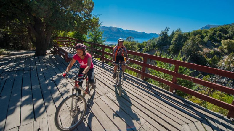 El Parque Nacional Nahuel Huapi desde una bicicleta