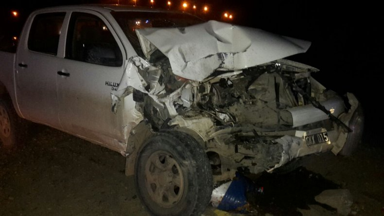 Robó una camioneta municipal y se estrelló contra un trailer