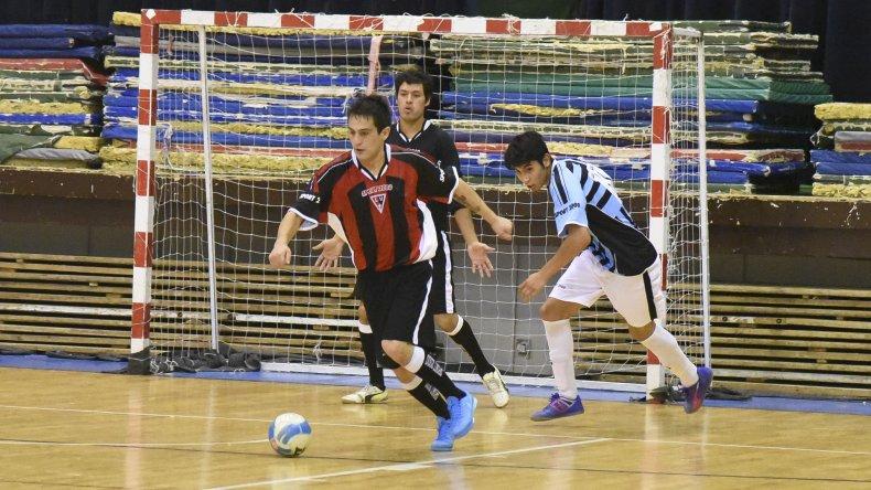 El fútbol de salón continuó el fin de semana con la disputa del torneo Apertura en sus diferentes categorías.