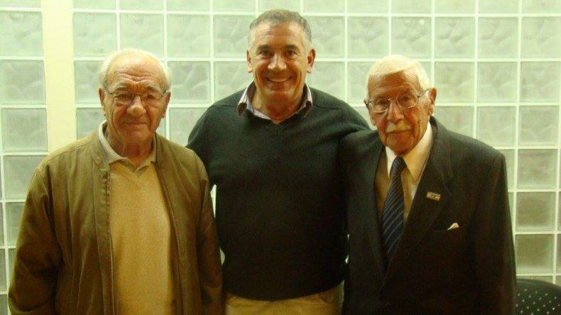 Oscar De Brito –centro- junto a su formador Jorge El Griego Milathianakis –izq- y Eduardo Bernal.