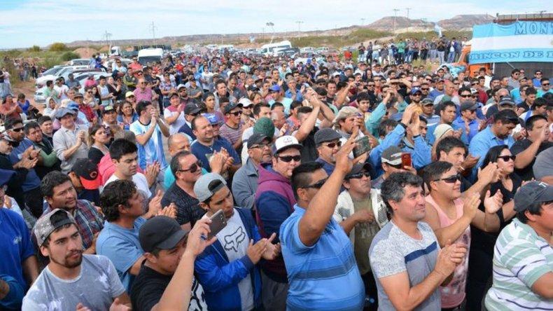 Decenas de yacimientos de Neuquén bloqueados por paro petrolero