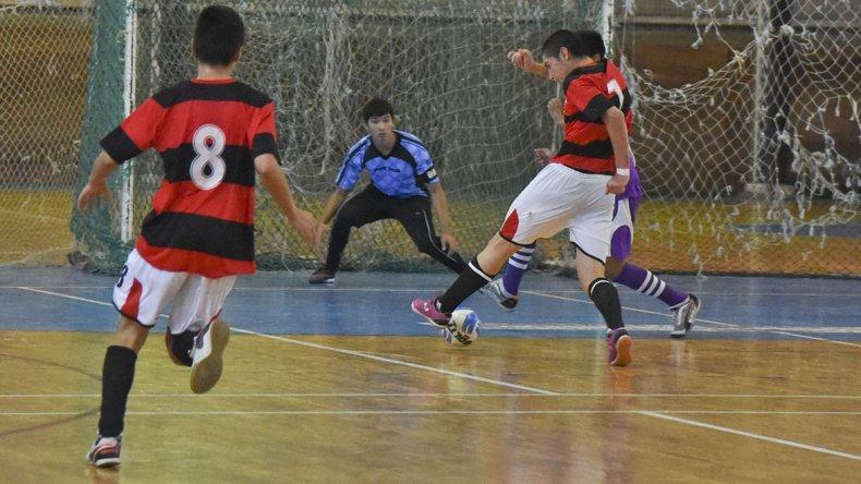 El Apertura de fútbol de salón de la Asociación Promocional continuó el último sábado con toda su definición.