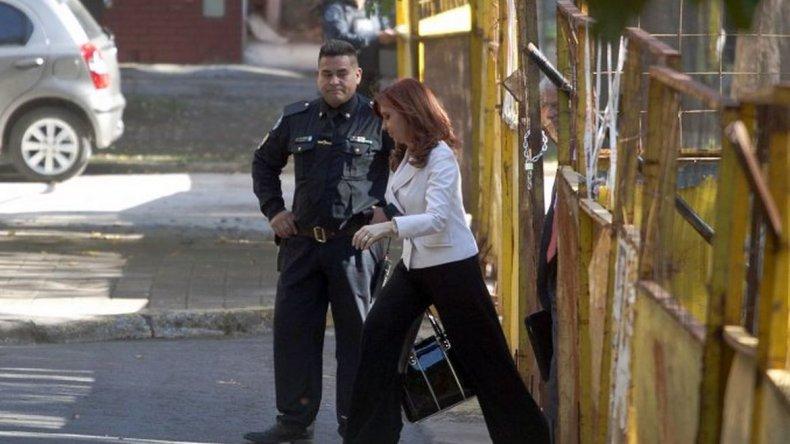 Cristina declaró en Comodoro Py como testigo en la causa por dólar futuro