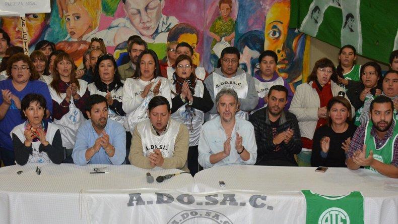 Dirigentes de diferentes gremios expresaron su solidaridad con el secretario general de la filial local de ADOSAC