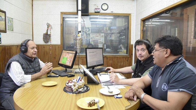 LU4 hoy cuenta con un staff de 32 personas que hacen a la vida diaria de la emisora más antigua de la ciudad.