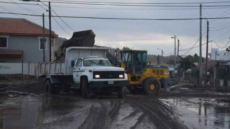 Así se va despejando la avenida Kennedy tras el temporal