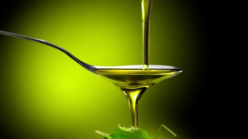 Prohíben el uso de dos marcas de aceite de oliva