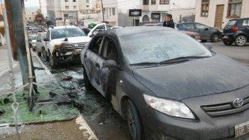 Incendiaron un iglú y el fuego se extendió a dos vehículos