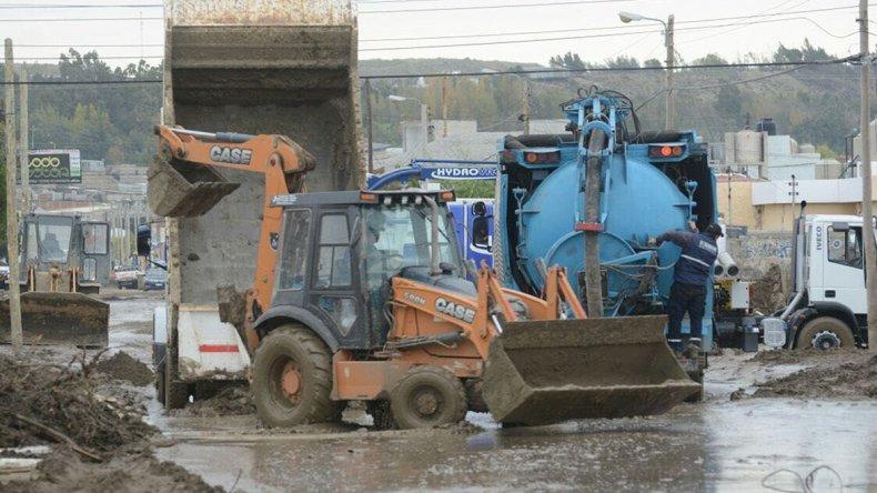 Continúan los trabajos para recuperar la trama vial en las calles en la zona sur