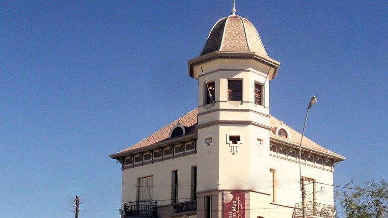 El chalet Pujol es una de las casas más emblemáticas de la ciudad y es donde funciona el Museo de Ciencias Naturales y Oceanográfico.