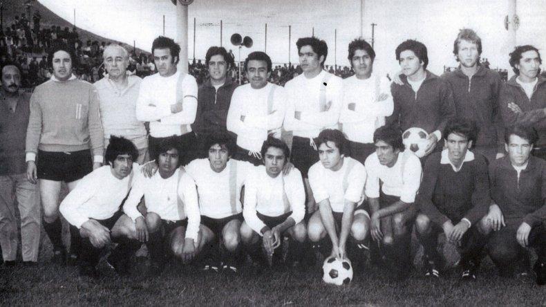Plantel campeón del torneo Clasificatorio de 1971(La Historia grande del fútbol comodorense).