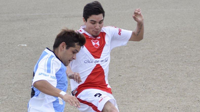 Tiro cayó por goleada ante Sarmiento en el día de su centenario.