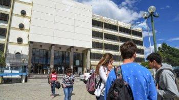 Los docentes universitarios realizan un paro activo