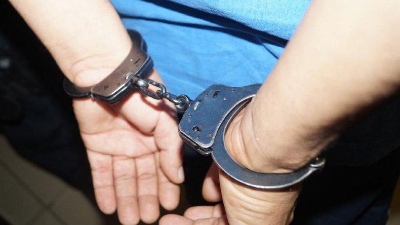 Juzgan a un policía por el hurto de un desactivador de alarmas