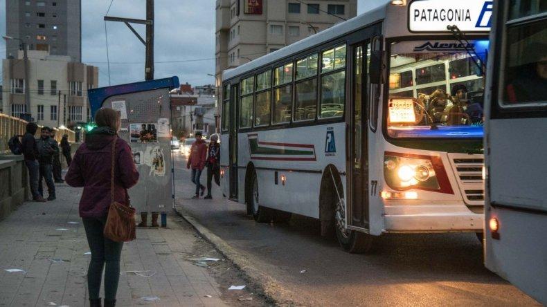 Patagonia amenaza con dejar sin transporte a estudiantes y jubilados el lunes