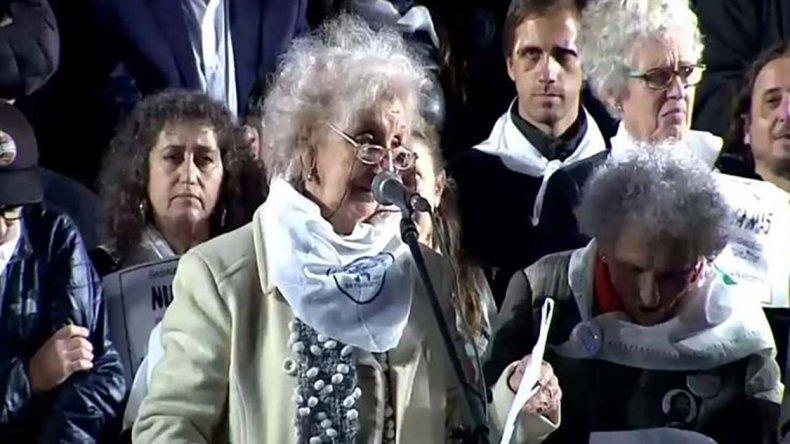 Estela de Carlotto leyó un duro documento contra el fallo de la Corte que beneficia a represores.