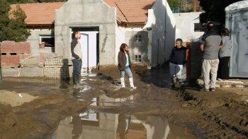 Desbordó un tanque de reserva de agua: hay familias evacuadas