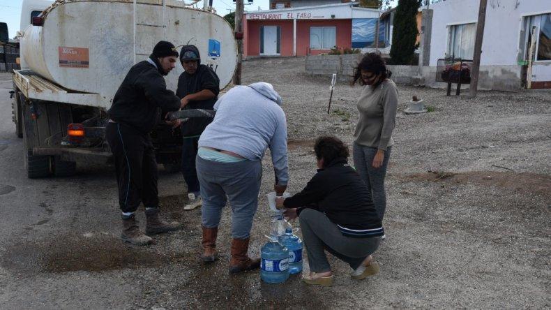 Cortes zonales, baja presión y trabajos para distribuir el agua