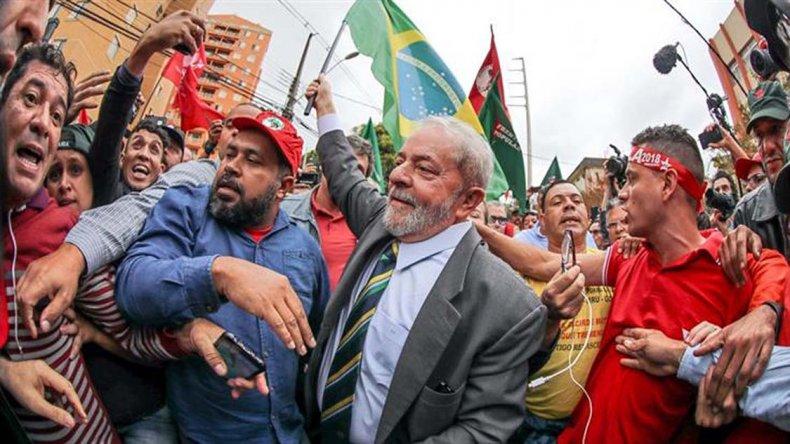 Lula declaró ante el juez Moro y se afirma como candidato.